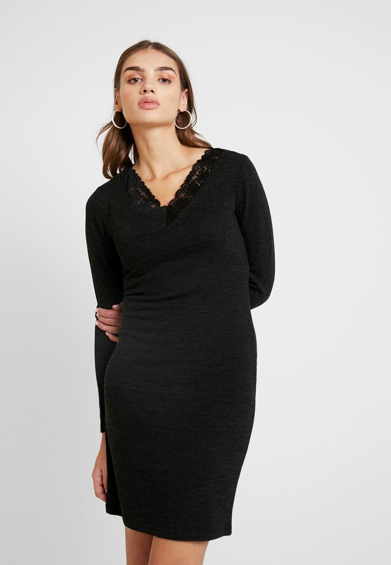Pieces - Gebreide jurk - black