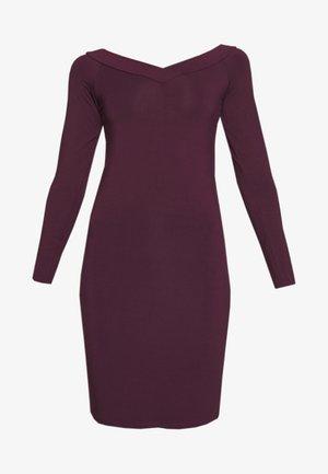 PCMALIVA DRESS - Pouzdrové šaty - winetasting