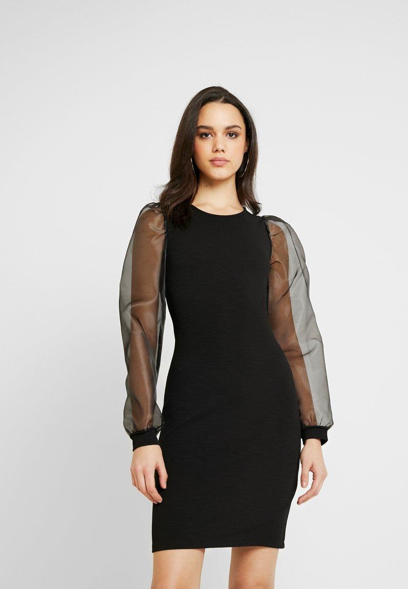 Pieces - PCMADELENA ORGANZA DRESS - Pouzdrové šaty - black