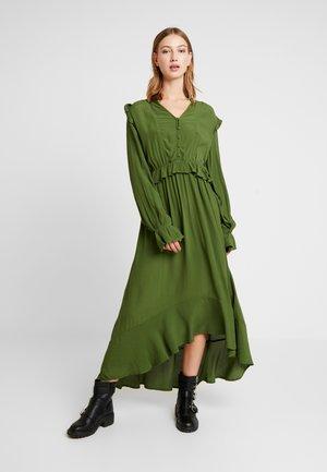 PCLISA DRESS - Maxi šaty - garden green