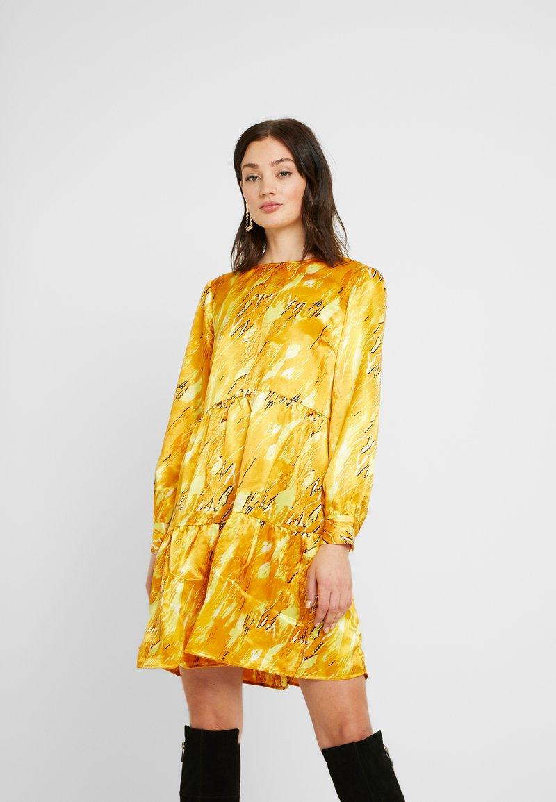 Pieces - PCBECCA DRESS - Kjole - buttercup