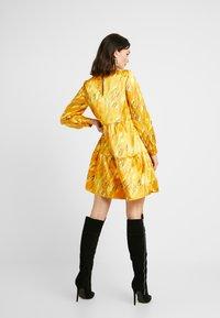 Pieces - PCBECCA DRESS - Kjole - buttercup - 3