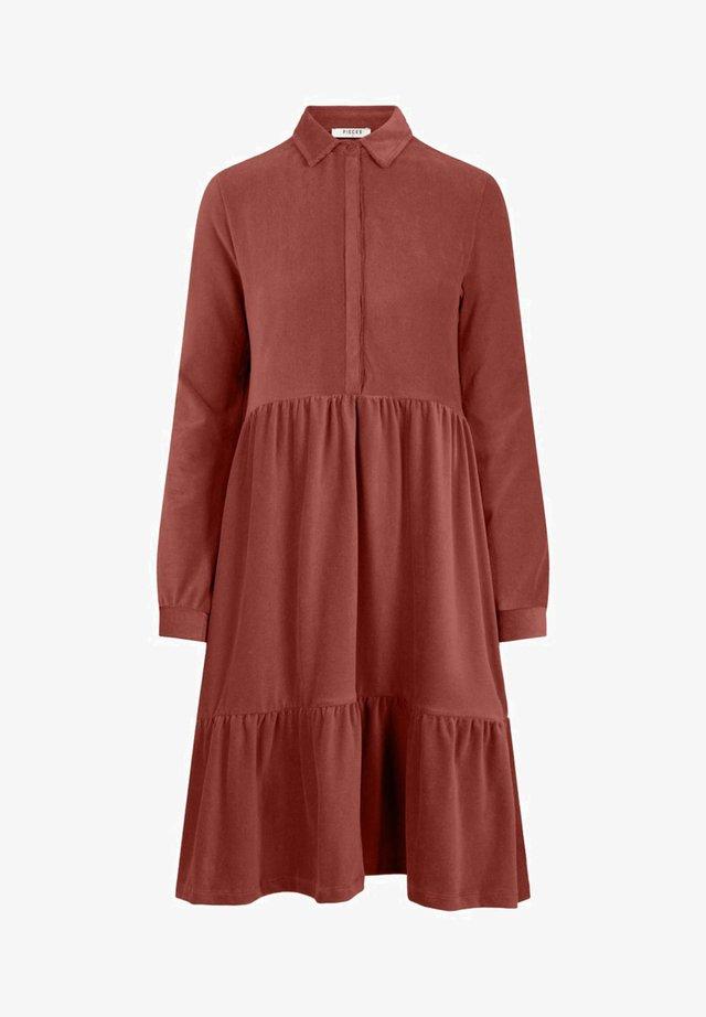 MIT STUFEN CORD - Shirt dress - chili oil