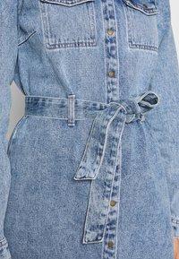 Pieces - SHIRT DRESS - Robe en jean - light blue denim - 4