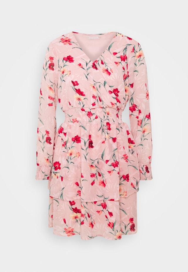 PCFLOWI  DRESS - Sukienka letnia - peachskin