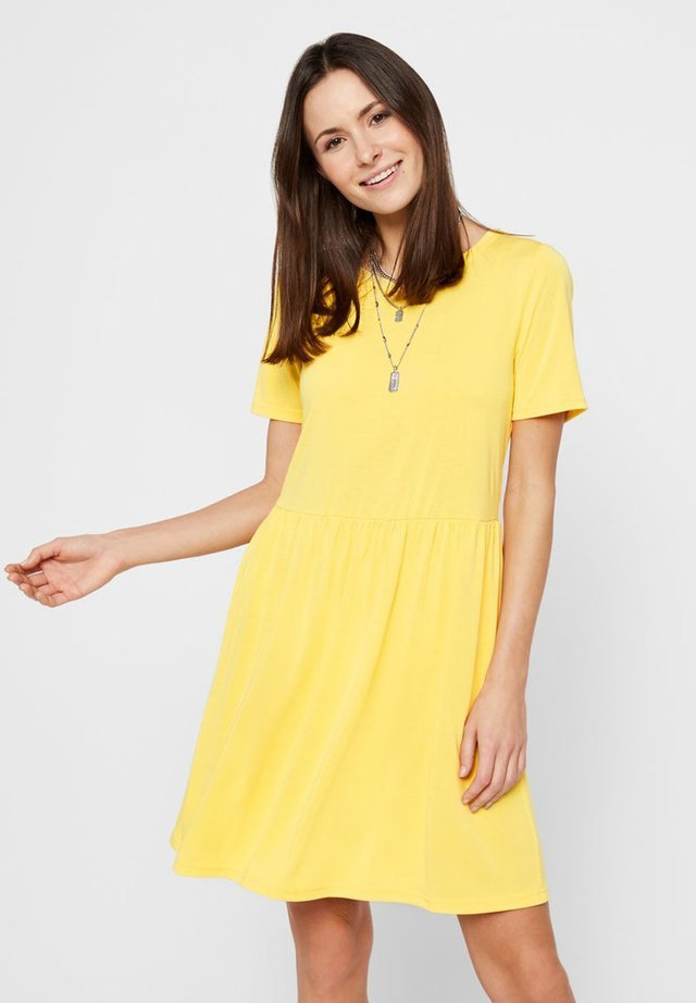PCKAMALA DRESS NOOS - Jersey dress - lemon drop
