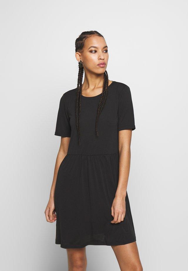PCKAMALA DRESS NOOS - Žerzejové šaty - black