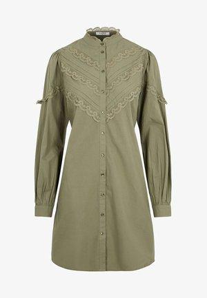 SPITZENMUSTER - Robe chemise - deep lichen green