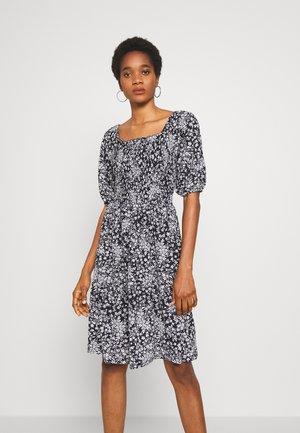PCANTHEA DRESS - Denní šaty - maritime blue/boho flowers