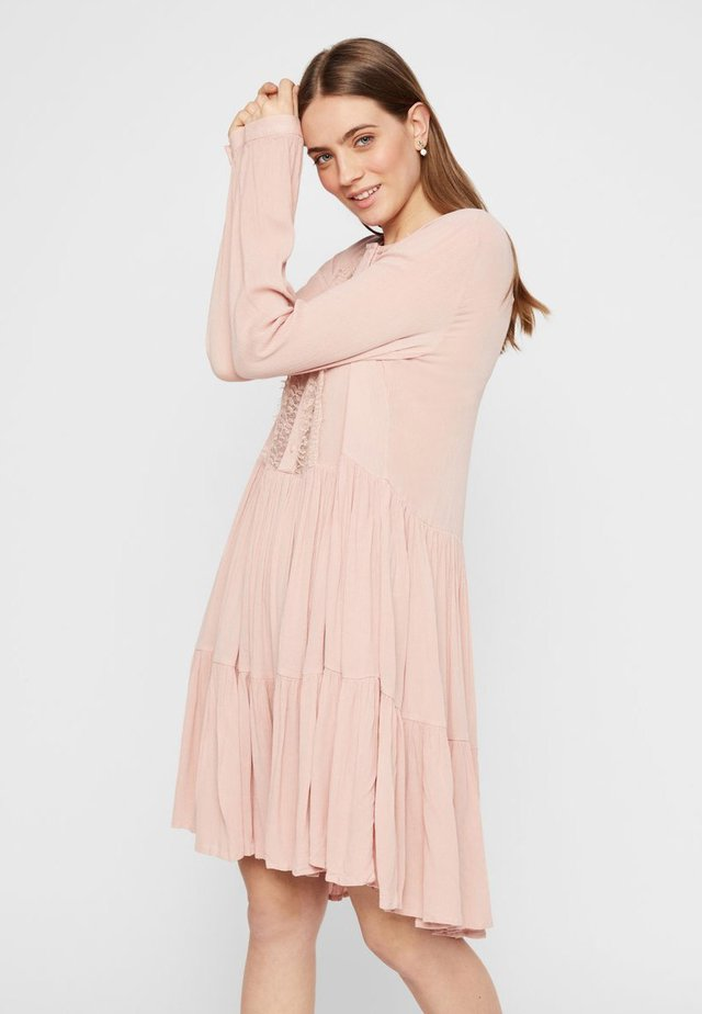 PCNUME DRESS  - Korte jurk - misty rose