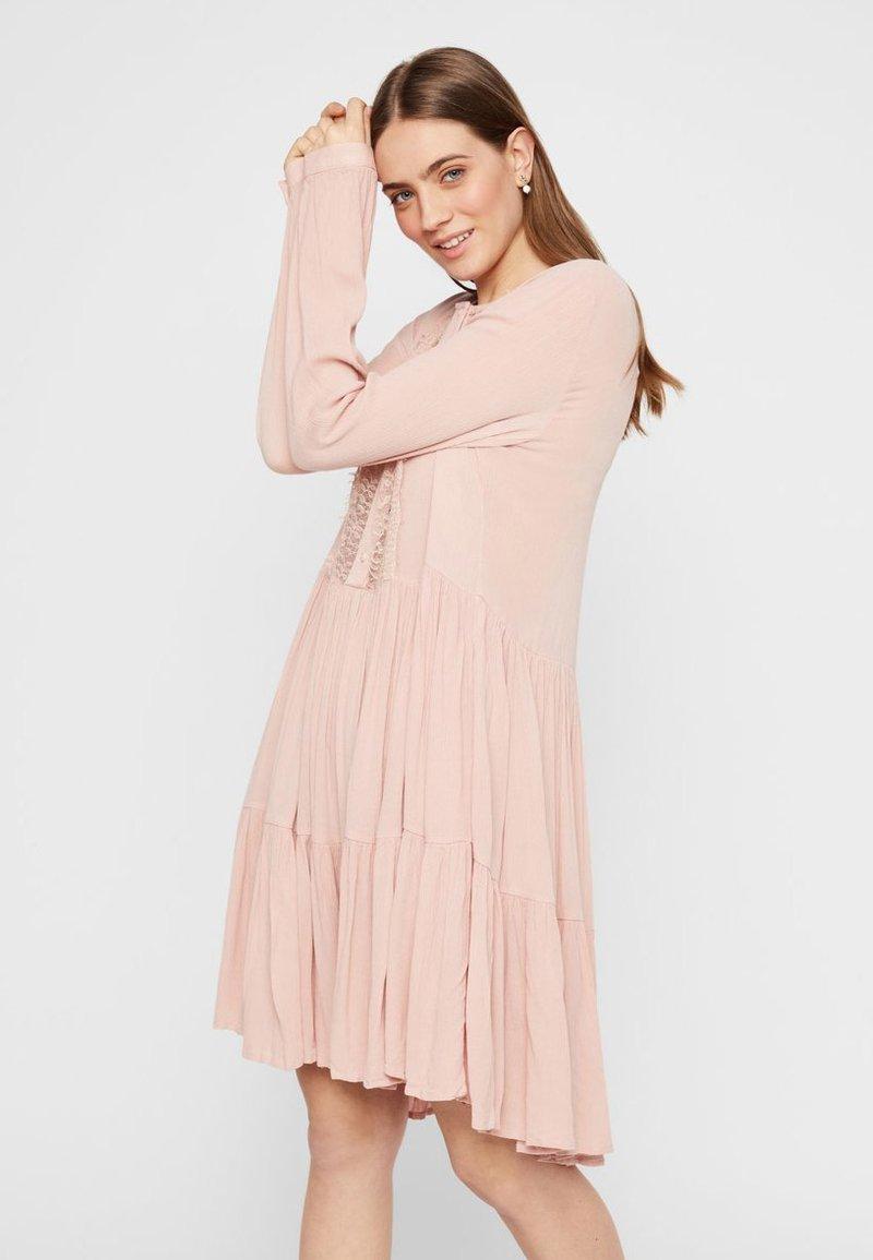 Pieces - PCNUME DRESS  - Robe d'été - misty rose