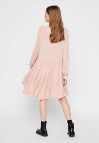 Pieces - PCNUME DRESS  - Robe d'été - misty rose - 2