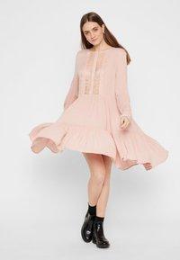 Pieces - PCNUME DRESS  - Robe d'été - misty rose - 1