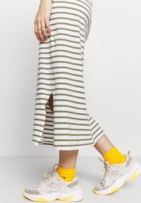 Pieces - PCKIDI MIDI TANK DRESS - Jersey dress - bright white/deep lichen green - 6