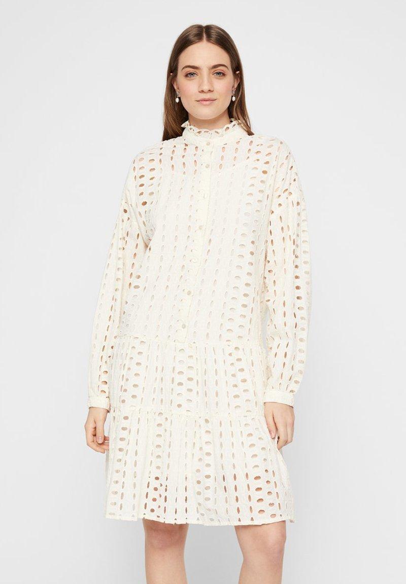 Pieces - MIDIKLEID LOCHSTICKEREI - Shirt dress - whitecap grey