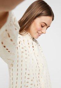 Pieces - MIDIKLEID LOCHSTICKEREI - Shirt dress - whitecap grey - 3