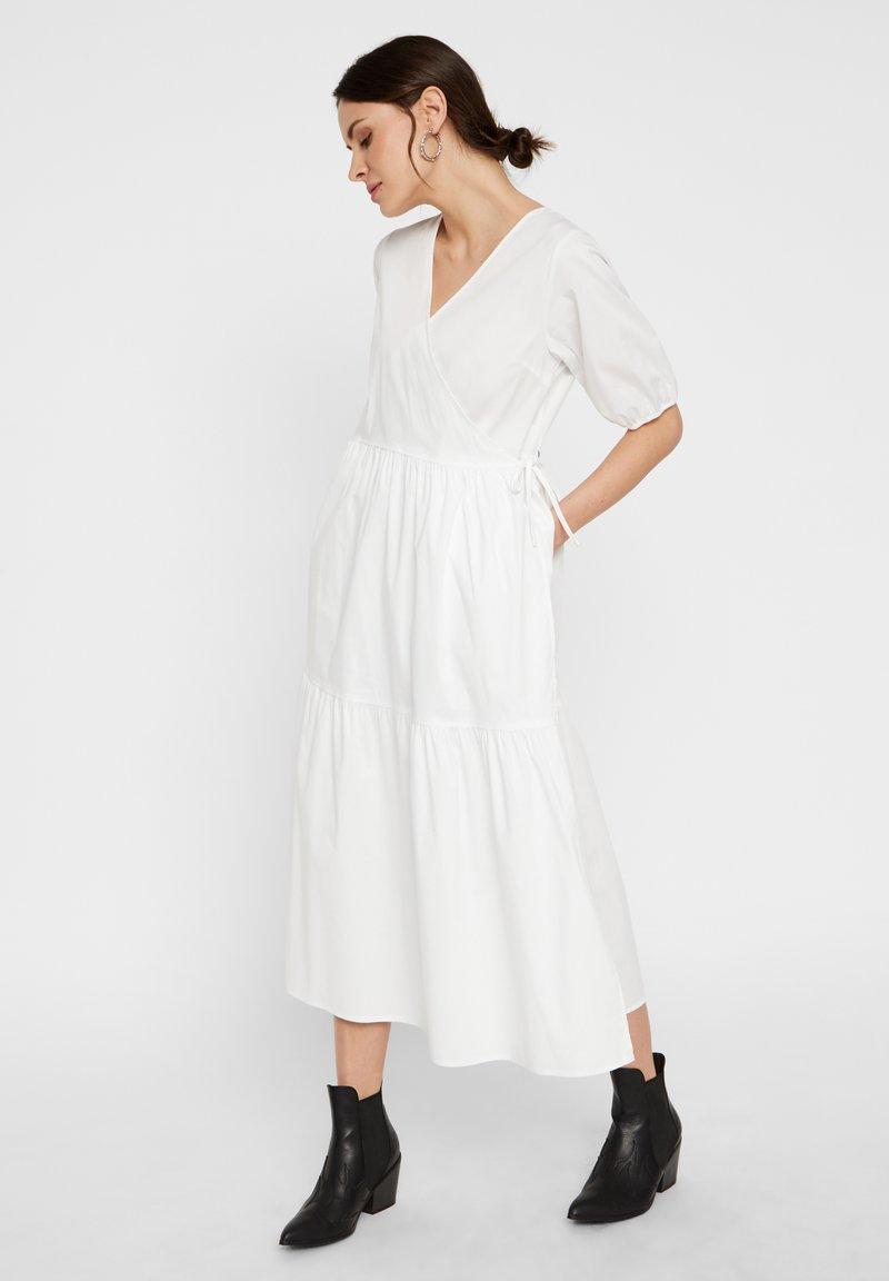 Pieces - WICKELKLEID PUFFÄRMEL - Day dress - bright white
