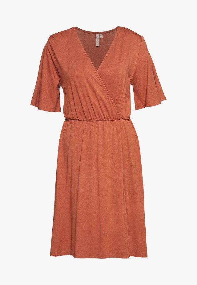 PCMARYJANE WRAP DRESS - Jerseyjurk - copper brown