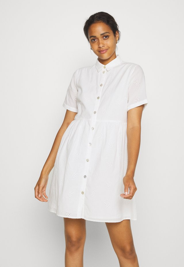 PCALAYA DRESS  - Abito a camicia - white