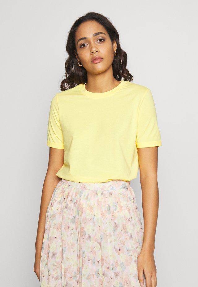 PCRIA SS FOLD UP  - T-shirts basic - lemon drop