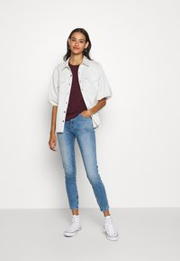Pieces - PCRIA FOLD UP SOLID TEE - T-shirt basic - port royale - 1
