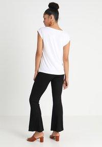 Pieces - PCKAMALA - Basic T-shirt - bright white - 2