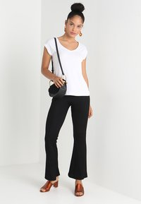 Pieces - PCKAMALA - Basic T-shirt - bright white - 1