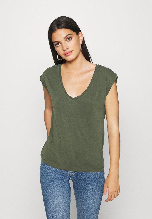 PCKAMALA TEE - T-shirt basic - duffel bag