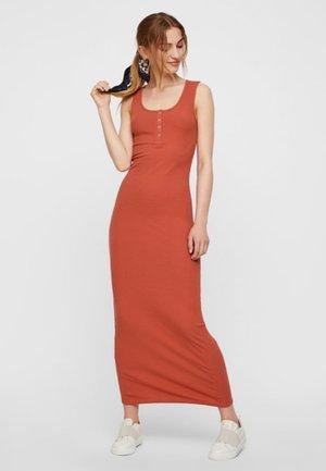 PCMAKEL - Długa sukienka - redwood
