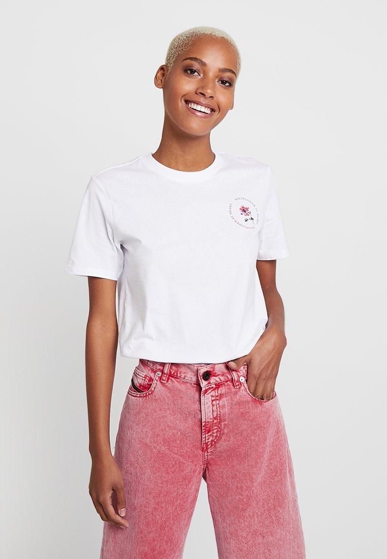 Pieces - PCBECKETT TEE - Print T-shirt - bright white