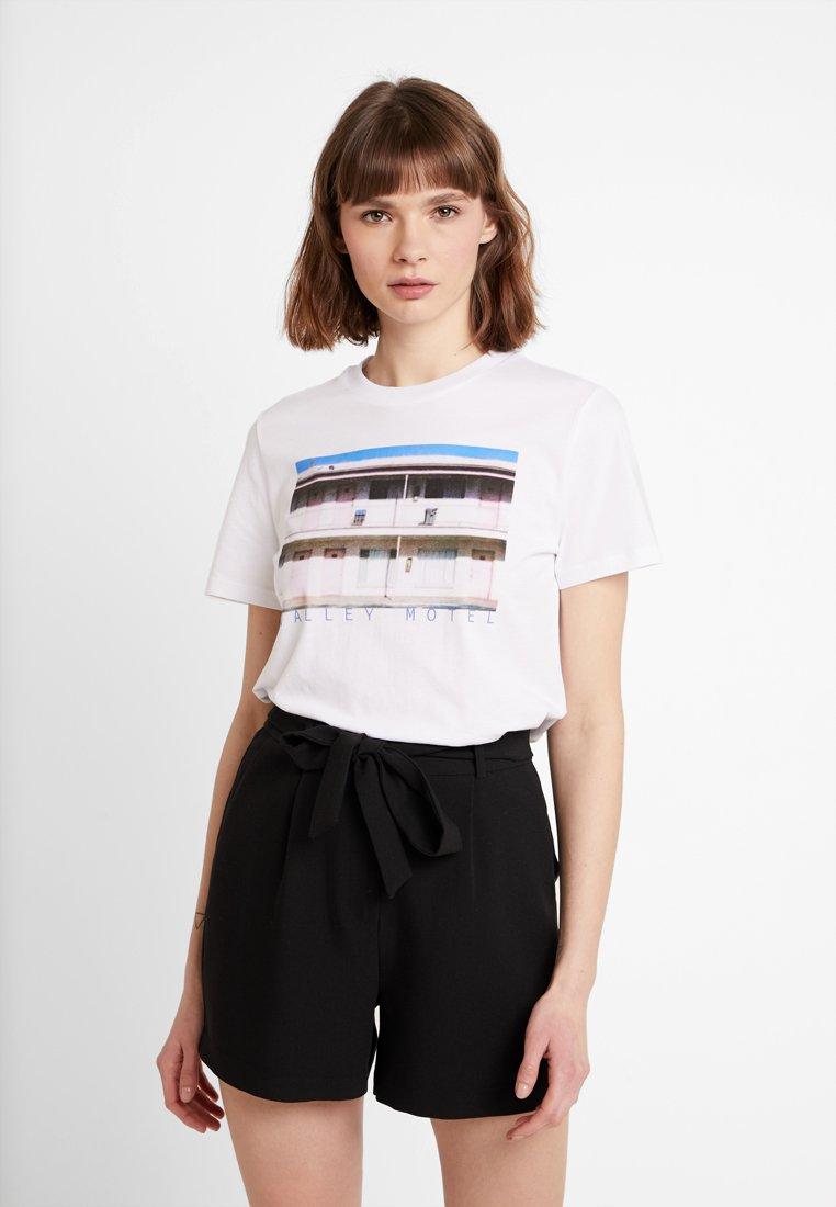 Pieces - PCCINA TEE - Print T-shirt - bright white