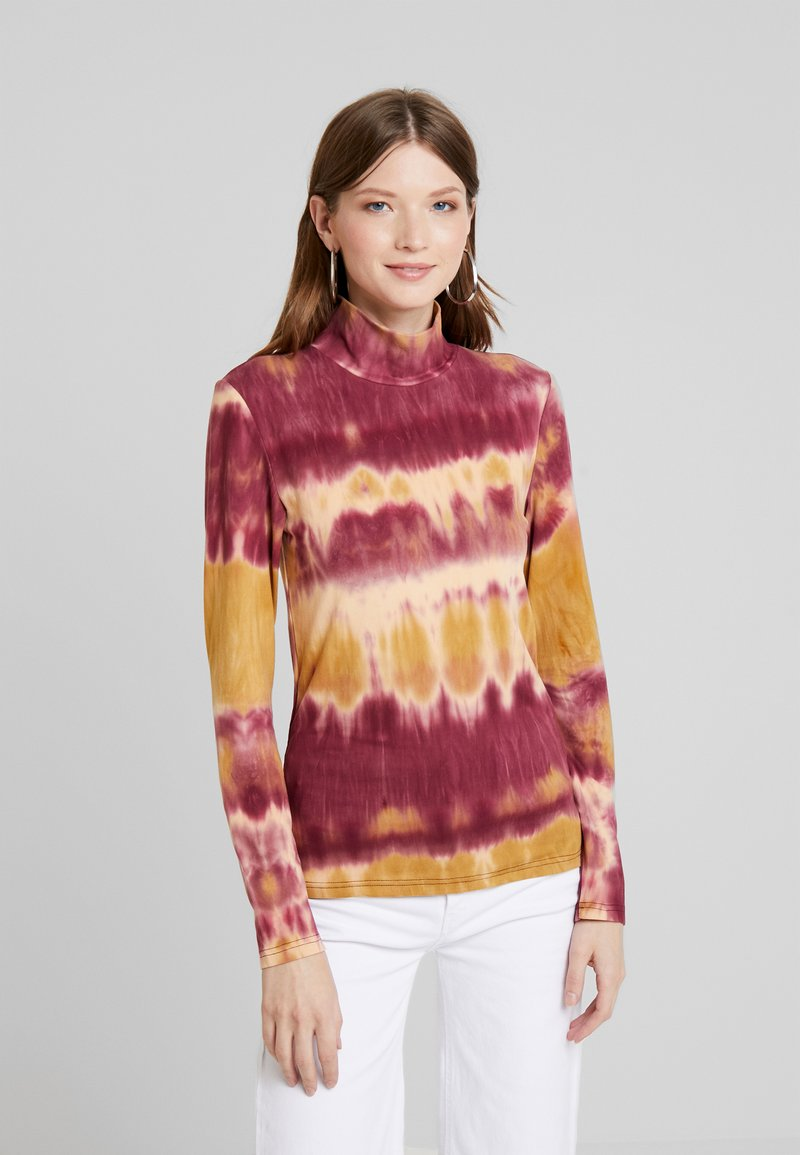 Pieces - PCCALINA TIE DYE - Langærmede T-shirts - red/yellow