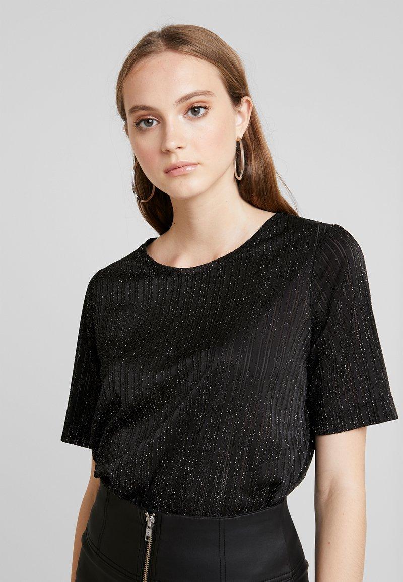 Pieces - T-shirt con stampa - black/silver