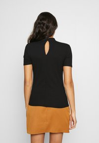 Pieces - PCKYLIE T NECK - T-shirt basic - black - 2