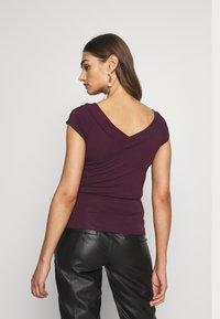 Pieces - PCMALIVA OFF SHOULDER V-NECK - T-shirts - winetasting - 2