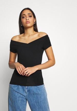 PCMALIVA OFF SHOULDER V-NECK - Basic T-shirt - black