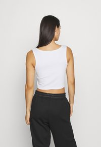 Pieces - PCPOPPY TANK 2 PACK - Topper - black/white - 3