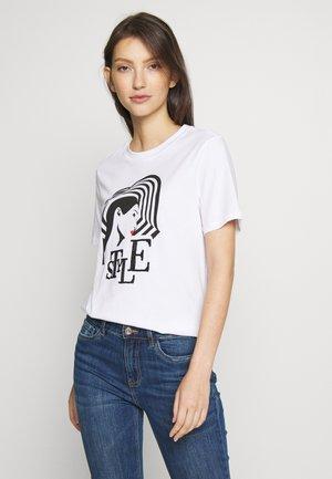 PCSTYLE - Camiseta estampada - bright white/placement print