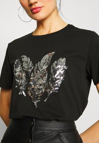 Pieces - PCFEATHER TEE - Print T-shirt - black - 5