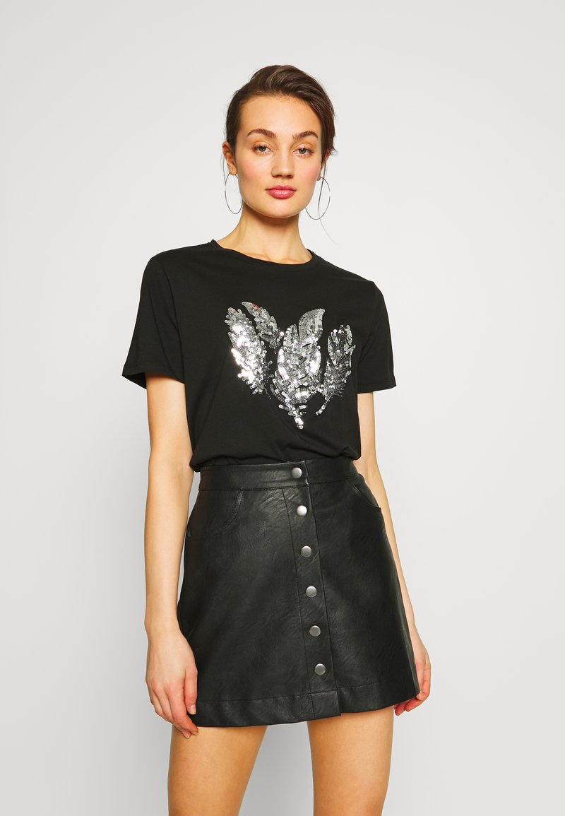 Pieces - PCFEATHER TEE - Print T-shirt - black