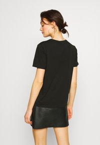 Pieces - PCFEATHER TEE - Print T-shirt - black - 2