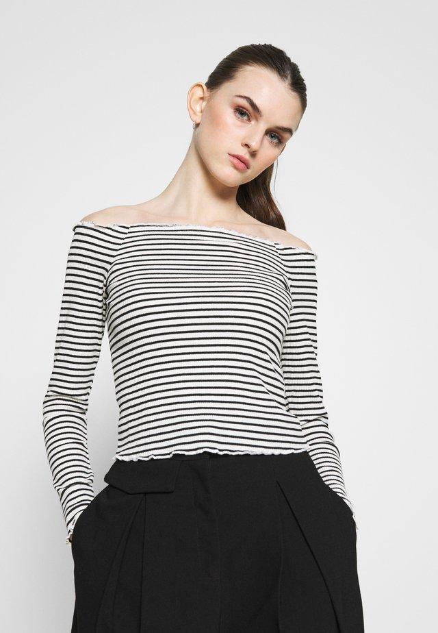 PCALICIA OFF SHOULDER  - Top sdlouhým rukávem - bright white/black