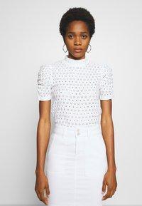 Pieces - PCCHRISTY  TOP  - T-shirt imprimé - bright white - 0