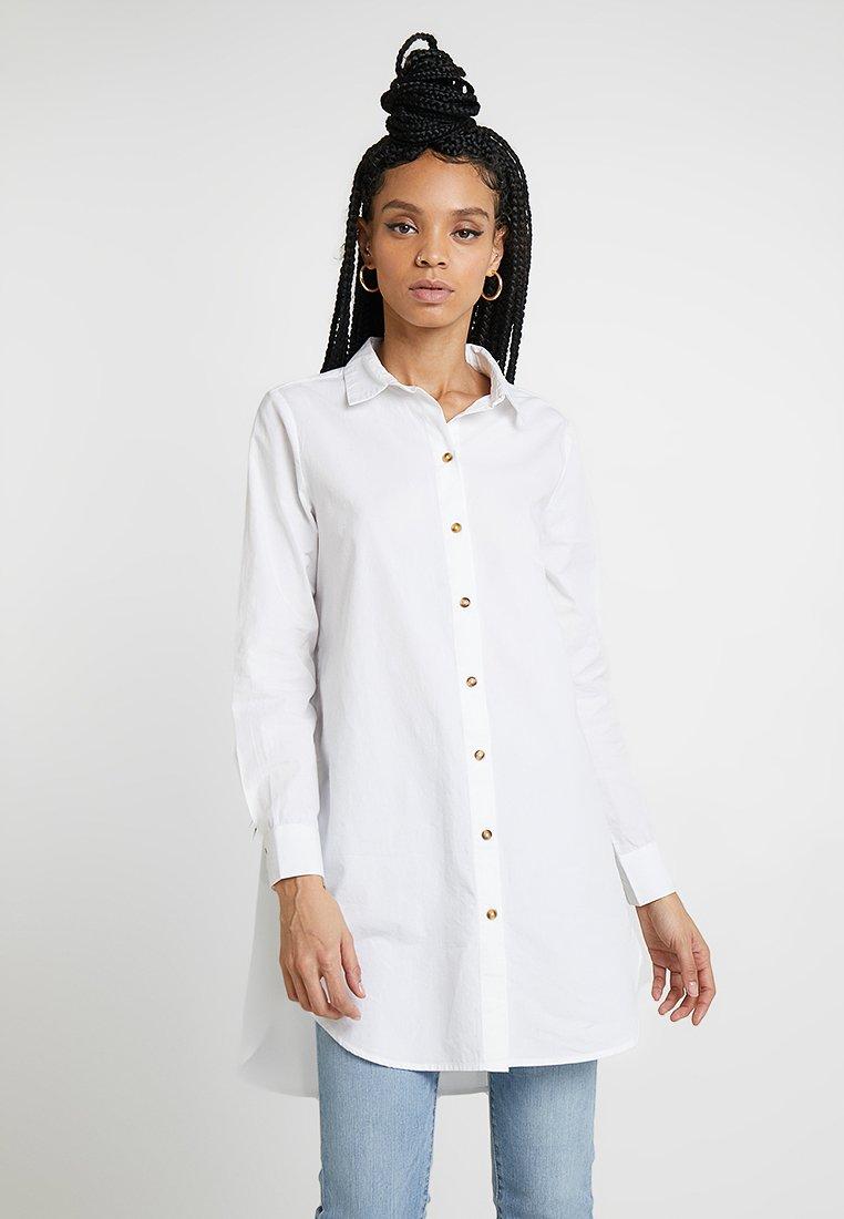 Pieces - PCHENRIETTE OVERSIZED - Koszula - bright white