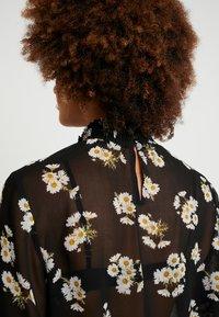 Pieces - PCAMALIE - Blouse - black/small flower - 5