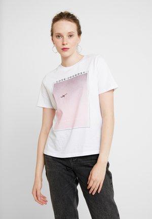 PCICCA TEE - T-shirt imprimé - bright white