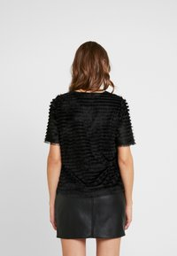 Pieces - PCJANE - T-shirts med print - black - 2