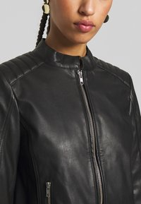 Pieces - PCNALLY BIKER JACKET - Jacka i konstläder - black - 4