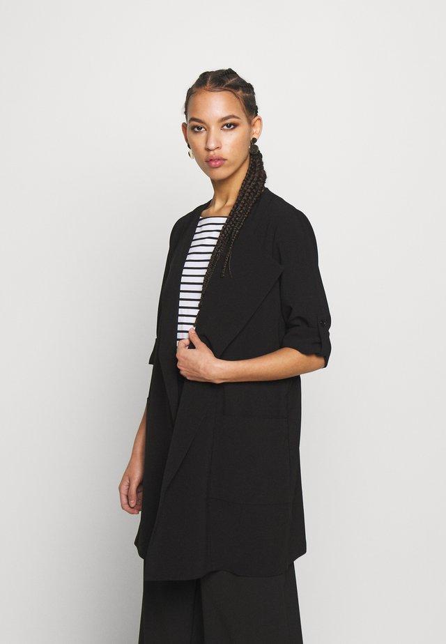 PCKORNELIA  - Krótki płaszcz - black