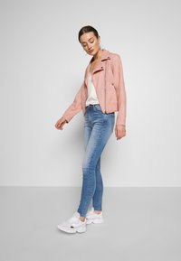 Pieces - PCCRIA BIKER JACKET - Jacka i konstläder - misty rose - 1